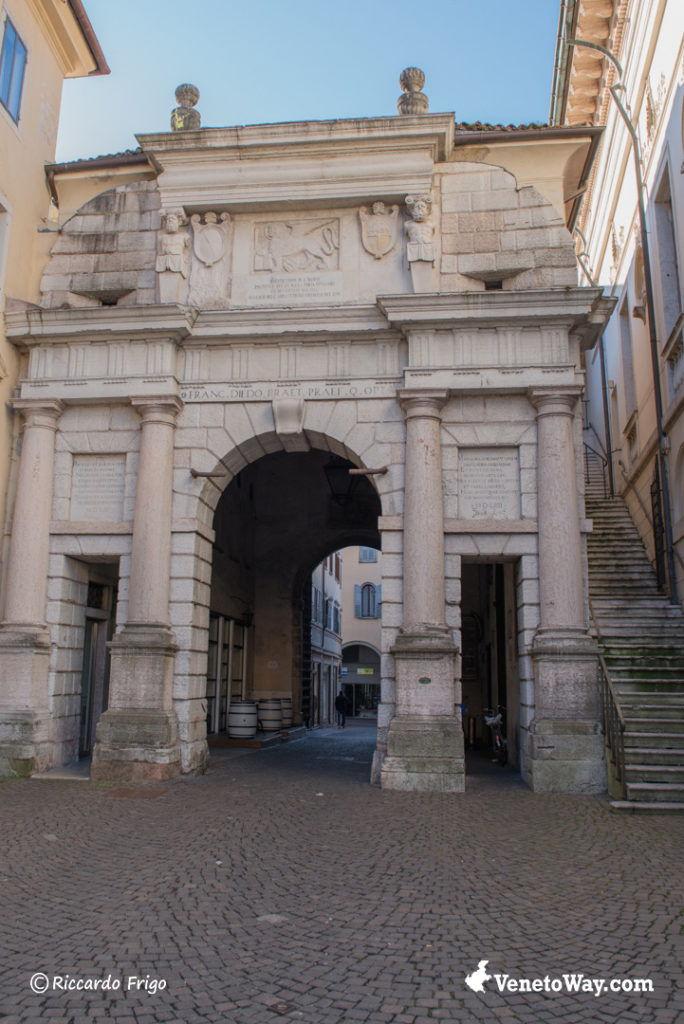 Porta Dojona del centro di Belluno