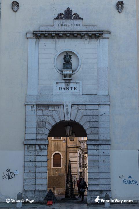 Porta Dante - Le Fortificazioni Romane