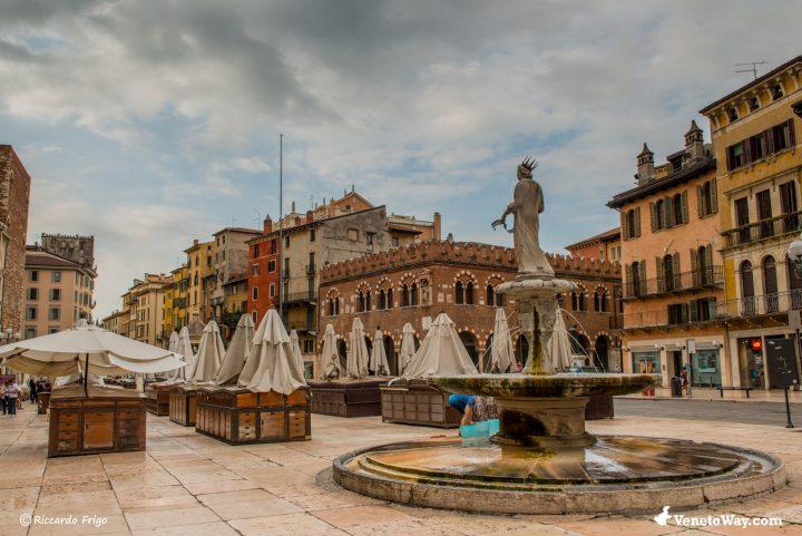 Piazza delle Erbe - Il Palazzo della Ragione